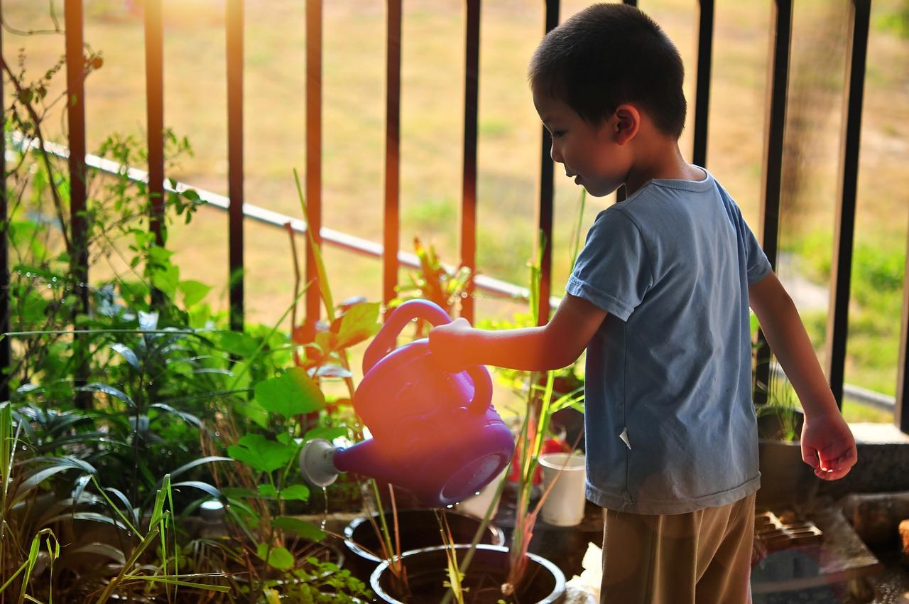 anak menjaga lingkungan