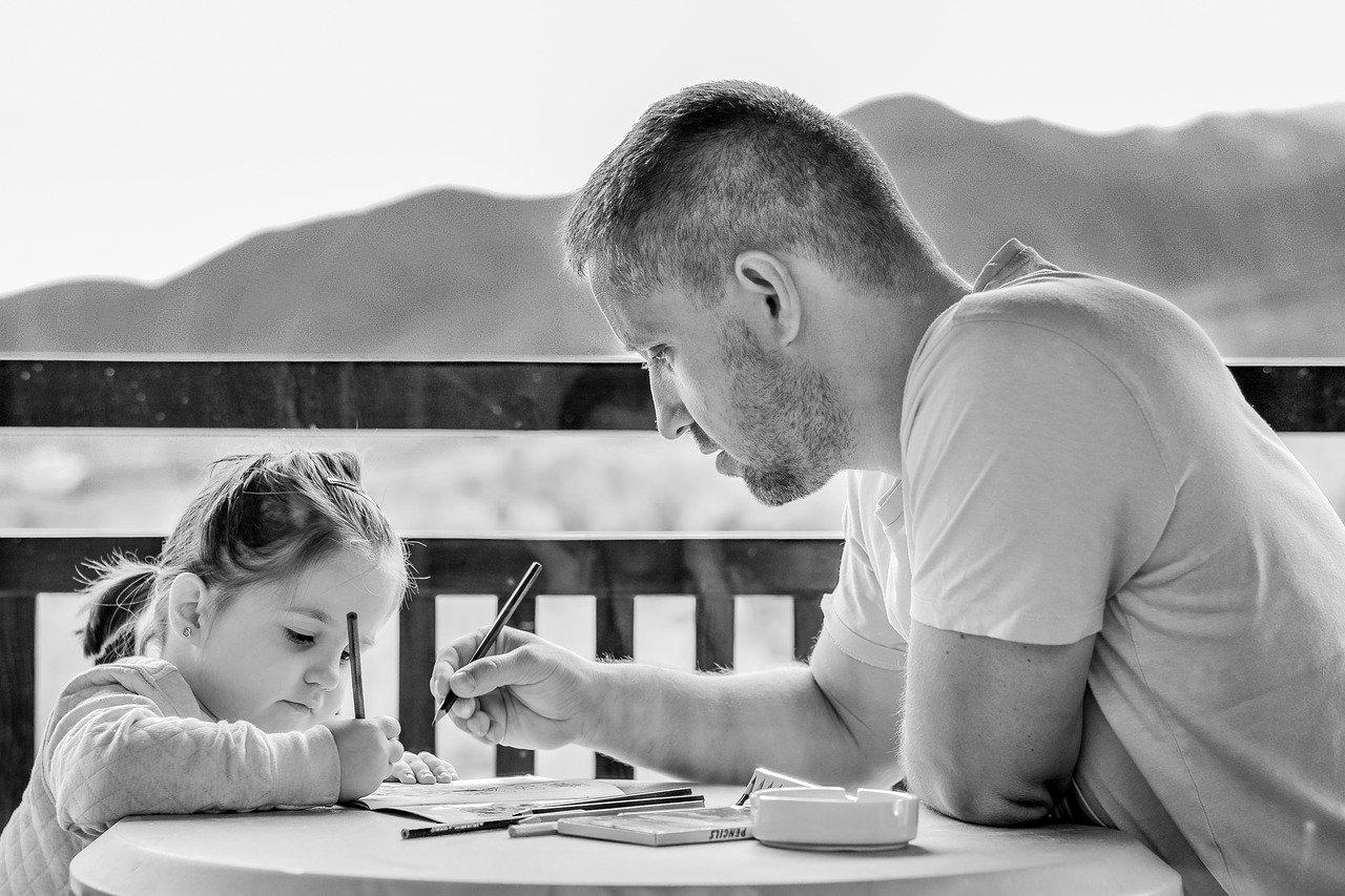 mengembangkan bakat anak dengan observasi