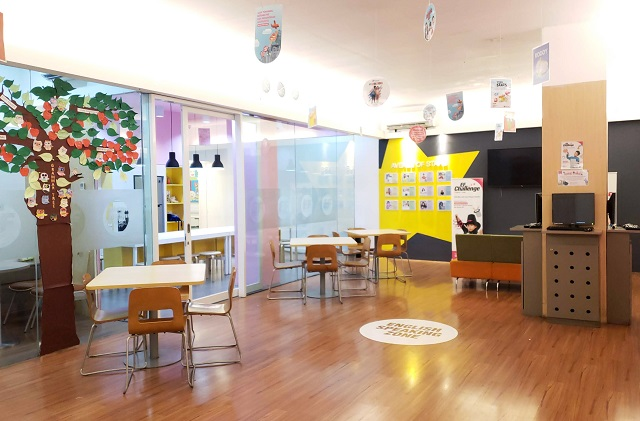ruangan kelas EF bersih