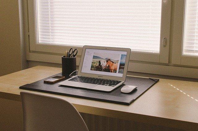 cara tepat belajar di rumah dengan memiliki area belajar
