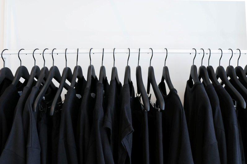 pakaian warna hitam jadi kebiasaan kerajaan inggris