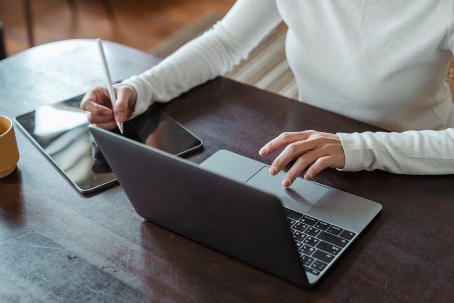 hindari multitasking saat belajar online